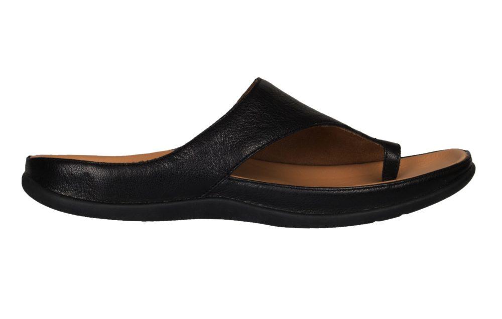 V020 Strive Capri Sandal Black